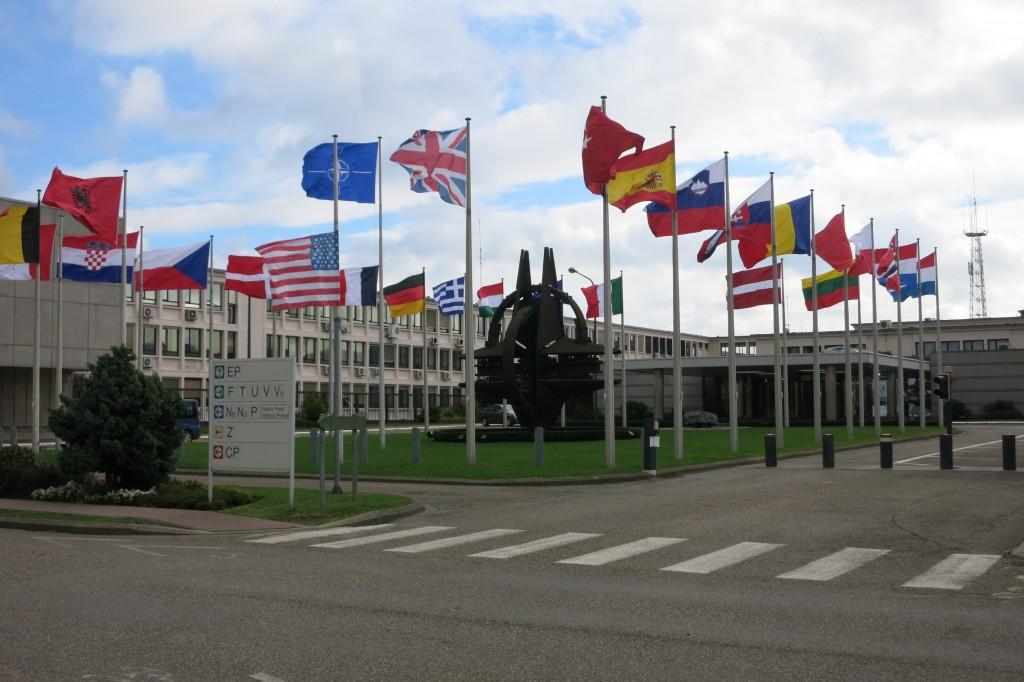Politische Veränderungen zwingen die NATO und mit ihr die Partnership for Peace zur Veränderung findet der Autor. (Bild: NATO HQ in Brüssel) / Bild: NATO