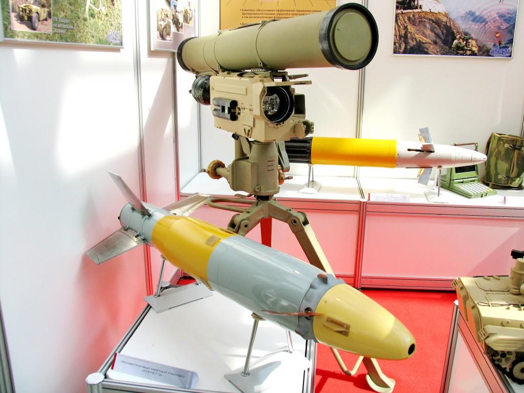 Panzerabwehrlenkwaffen mit grosser Reichweite haben im Krieg in Syrien grosse Verbreitung gefunden. Der IS setzt dabei vor allem russische Modelle ein wie die Kornet E. (Abbildung zeigt den Werfer mit Zieloptik und der Lenkwaffe). Quelle: Wikipedia