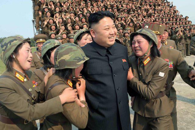 Trotz wirtschaftlicher Misere, Hunger und Energieengpässen ist der koreanische Führer unangefochtener Herrscher über das Land. Ein Umsturz hätte unabsehbare Folgen für die gesamte Region. Quelle: offiziere.ch
